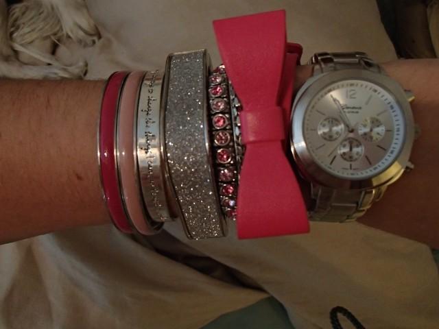Big pink bow bracelet