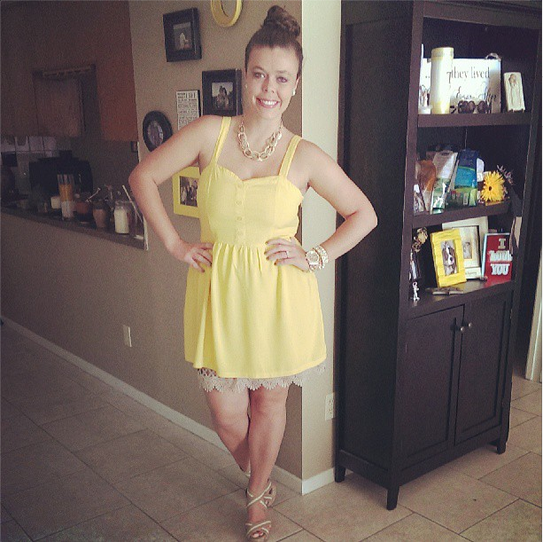 TxSC Yellow Dress with top knot