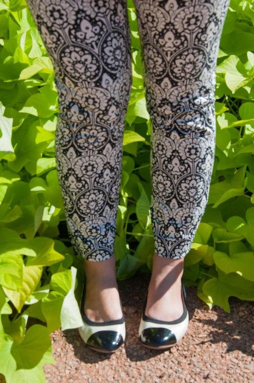 Black and white print pants